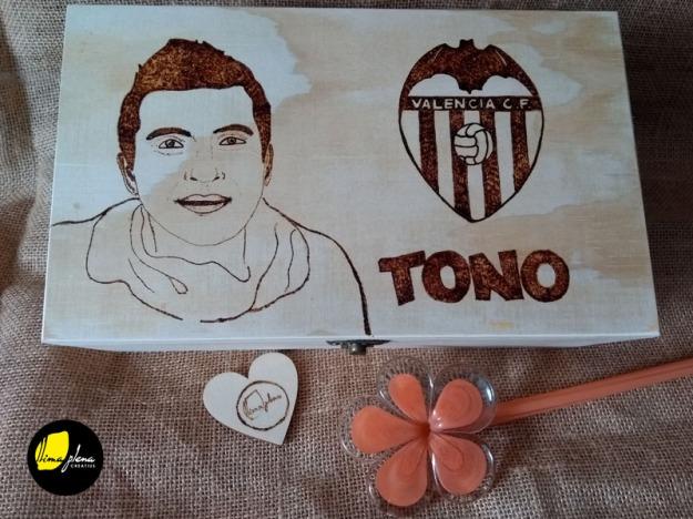 65 caixetes gravades personalitzades amb escut valencia Tono